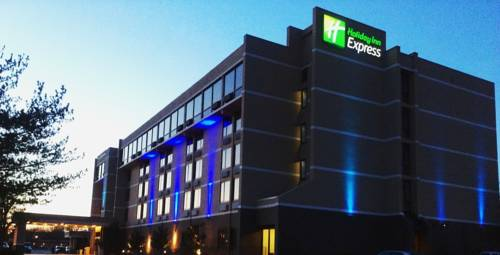 Holiday Inn Express Aberdeen-Chesapeake House